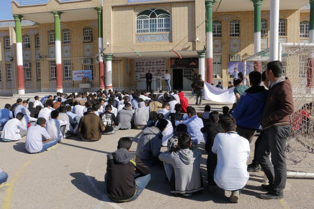 آموزش محیط زیست و منابع طبیعی در دبیرستان شاهد الغدیر توسط انجمن دوستداران شهر و طبیعت شوش+ساسان ساکی