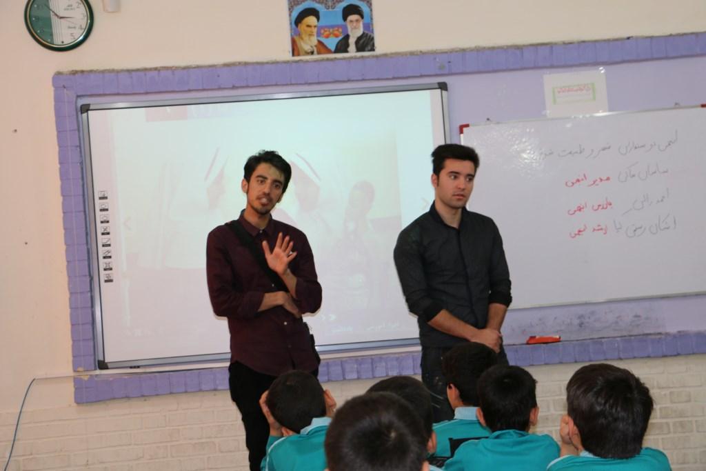 آموزش محیط زیست و منابع طبیعی در مدرسه ابتدایی معلم توسط انجمن دوستداران شهر و طبیعت شوش+ساسان ساکی