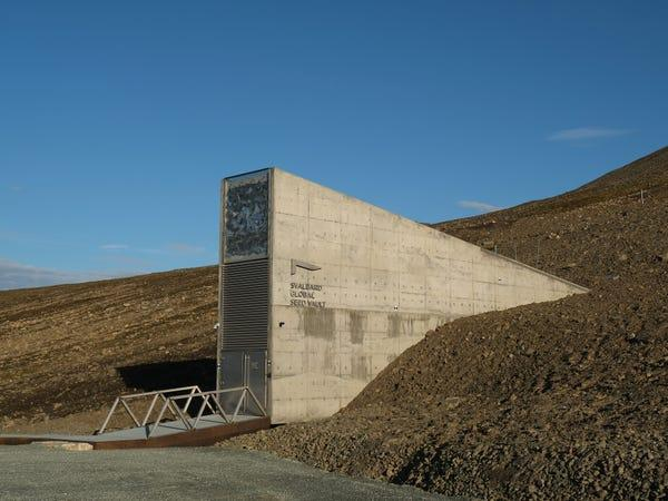 oreovault2 03 Oreo برای محافظت از بیسکویتها انبار ضد شهابسنگ در نروژ ساخت
