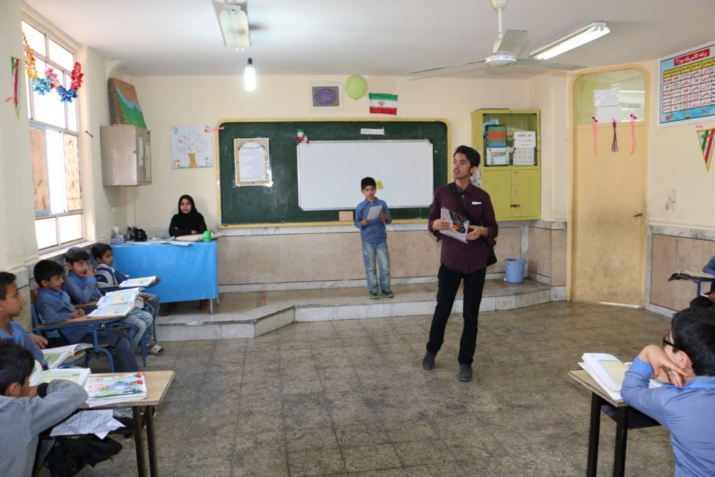 آموزش محیط زیست و منابع طبیعی در مدرسه ابتدایی باهنر شوش توسط انجمن دوستداران شهر و طبیعت شوش+ساسان ساکی