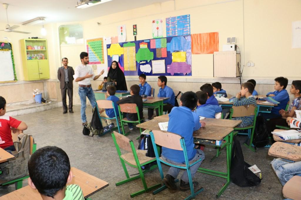 آموزش محیط زیست و منابع طبیعی در مدرسه ابتدایی خیامی شوش توسط انجمن دوستداران شهر و طبیعت شوش+ساسان ساکی