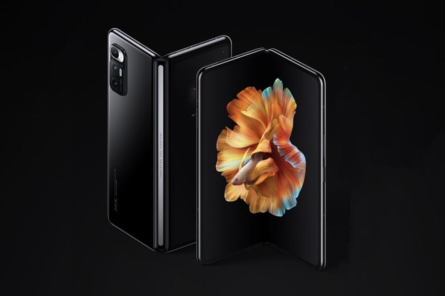 xiaomi mi mix fold black half fold back front render Xiaomi Mi Mix Fold، اولین گوشی تاشدنی شیائومی، رونمایی شد