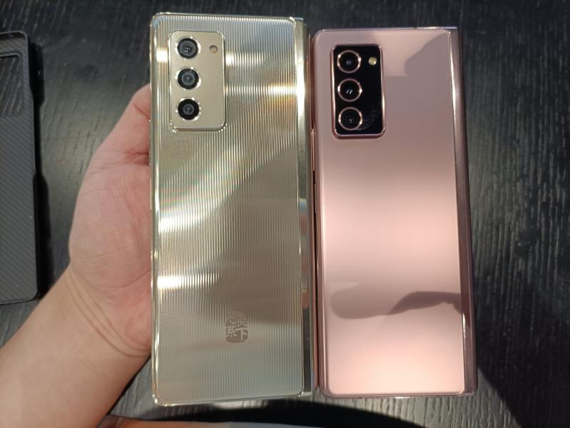 Samsung W21 5G 03 سامسونگ از گوشی تاشوی W21 5G با قیمت ۳۰۰۰ دلار رونمایی کرد