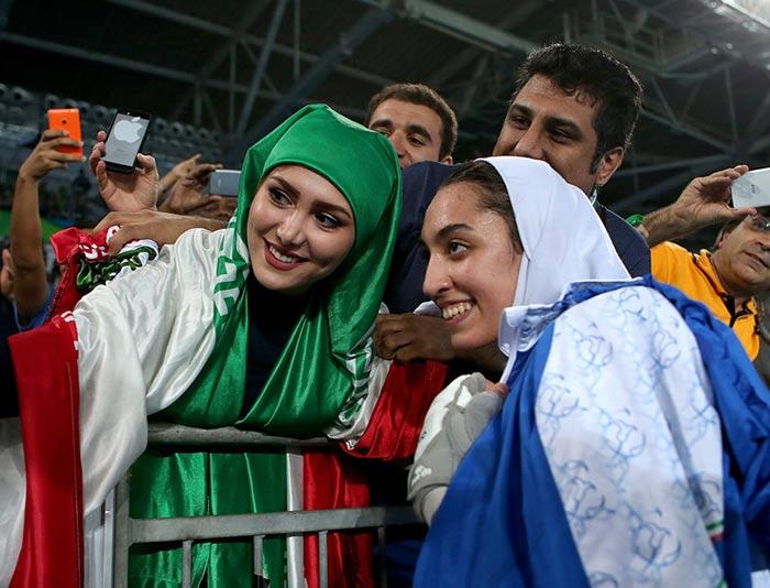 سلفی انداختن کیمیا علیزاده پس از کسب مدال برنز در المپیک 2016