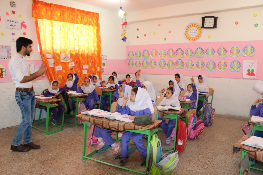آموزش محیط زیست و منابع طبیعی در مدرسه ابتدایی شاهد حضرت معصومه توسط انجمن دوستداران شهر و طبیعت شوش+ساسان ساکی